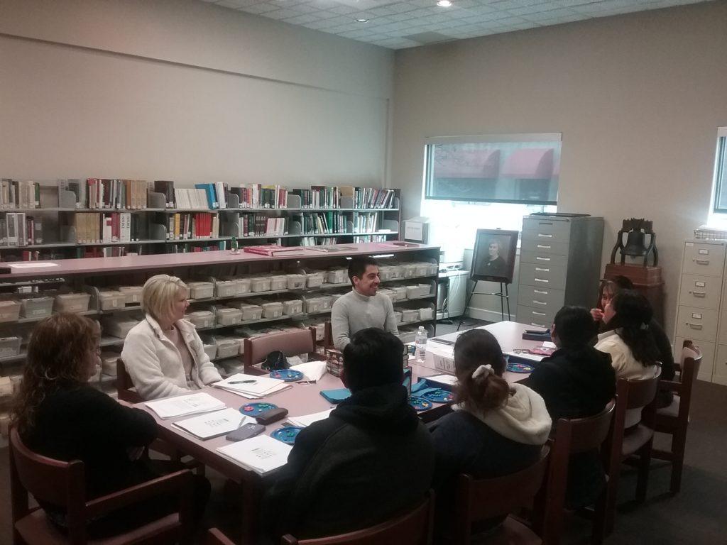Aprender inglés con maestros voluntarios y nuestro Manuel.